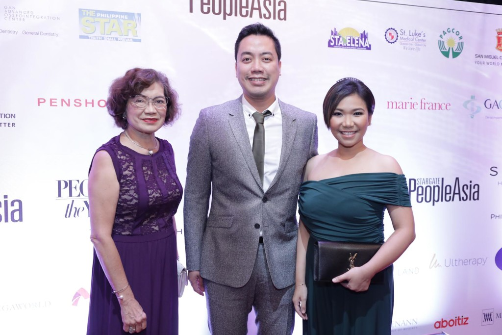 Photographer Jar Concengco and wife Kay with mom Cecilia