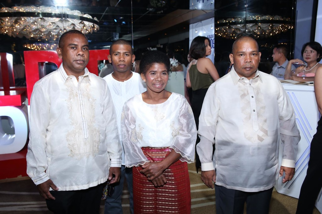 Norman King's family arrive at the Awards Night